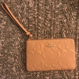 ✨Coach Signature Embossed Corner Zip Wristlet✨